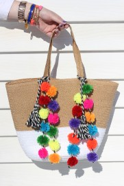 http://www.crafthubs.com/diy-pom-pom-beach-bag/15606