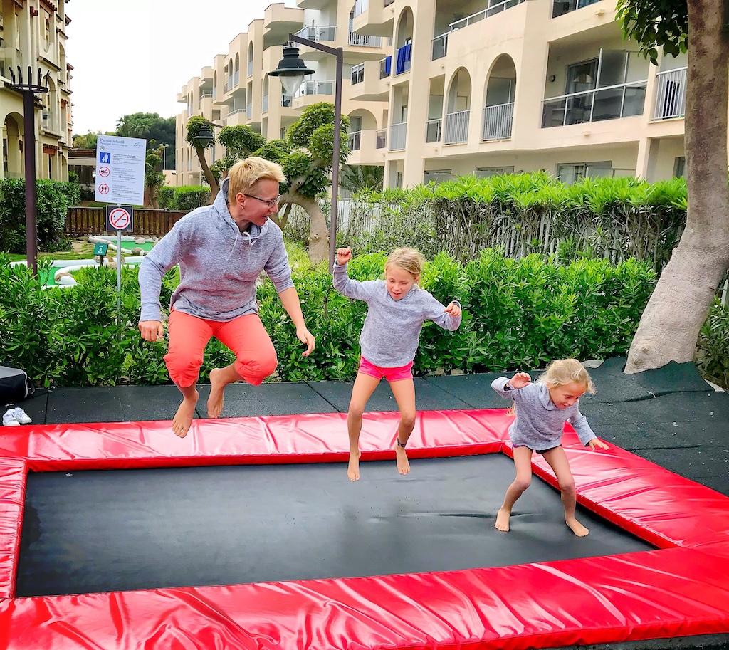 Zafiro Bahia - getting crazy on trampoline