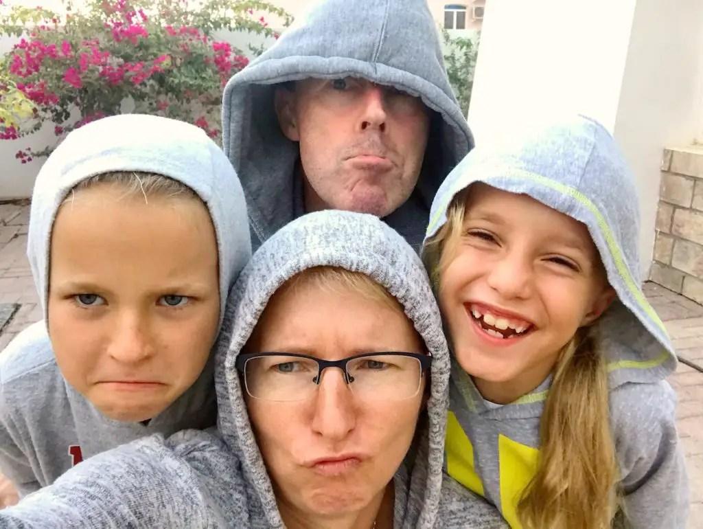 dobra matka Wspólne wygłupy - rodzinne selfiez głupimy minami