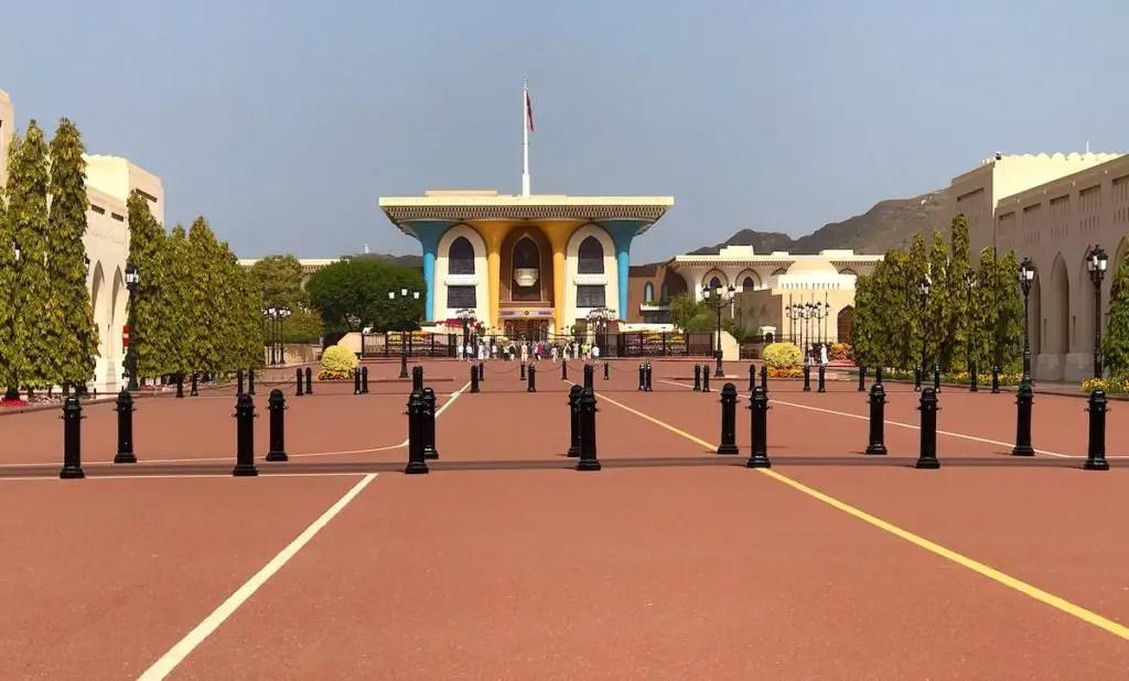 10 najlepszych miejsc do zobaczenia w Maskacie - Pałac Sułtana w Al Ilam siedziba Sultana Kabusa