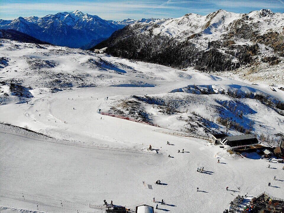tongola piste view from the drone, winter in San Martino, family winter holiday in San Martino