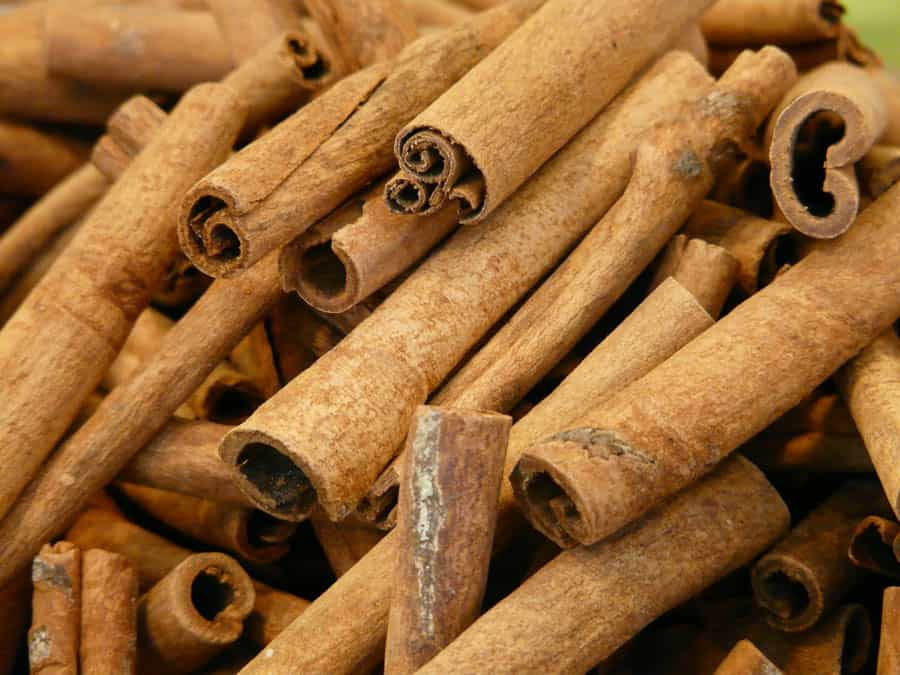 cinnamon use in moroccan cooking, head of the shop