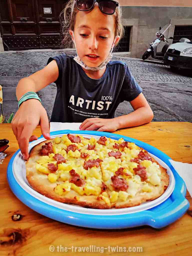 food to eat in rome - pizza, kids love pizza