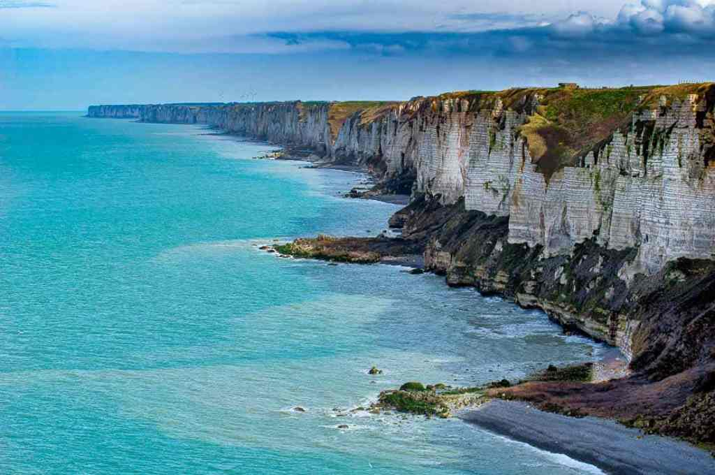 What are some natural landmarks in France?
