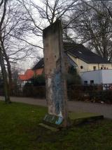 "<h5>Thanks Ian Dennis</h5><p>© by <a href=""https://www.flickr.com/photos/101285985@N08/11635142555"" target=""_blank"">Ian Dennis</a>: Berlin wall section Auf der Freiheit Herford Germany taken 26th December 2013 </p>"