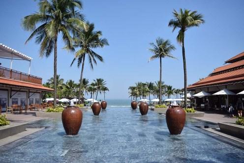 ビーチにはリゾートホテルが並ぶ、ここは元旦にビジターで訪れたフラマリゾート
