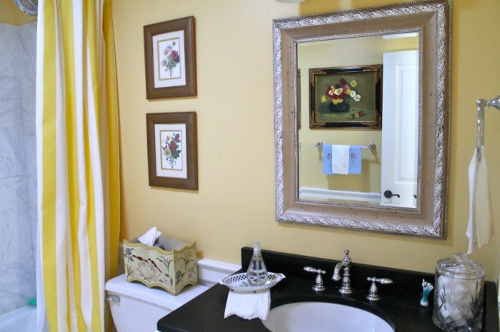 Yellow paint color for bathroom
