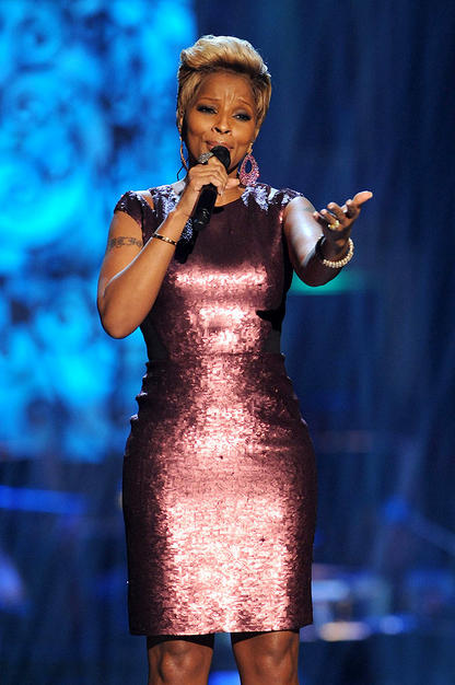 The Queen of Hip-Hop Soul donned a shimmery sheath while belting out her rendition of The Christmas Song.