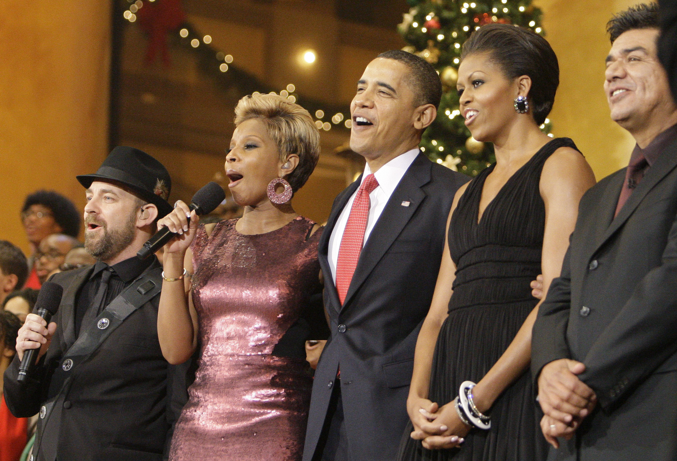 Sugarland's  Kristian Bush, left, Mary J Blige, President Barack Obama and First Lady Michelle and George Lopez sing Christmas carols