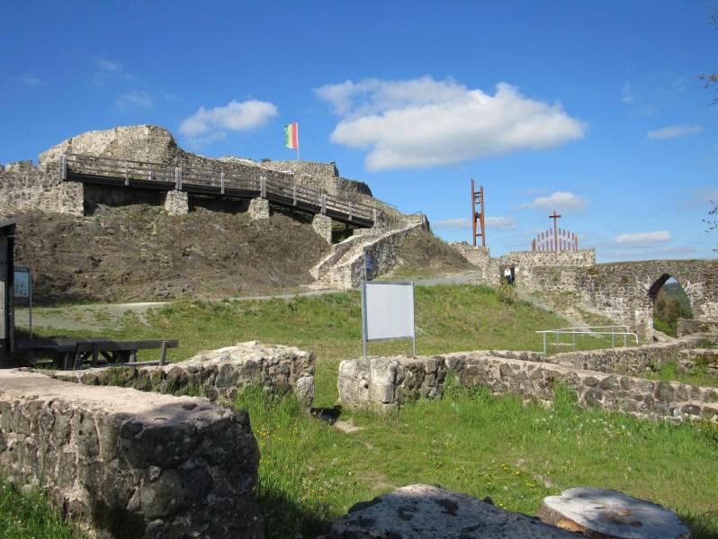 Bergfried Palas
