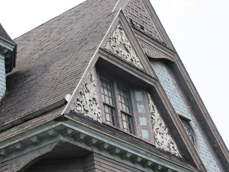Laced Molding-Victorian Home