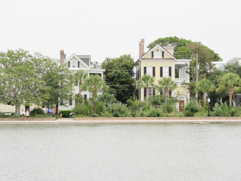 Colonial lake park