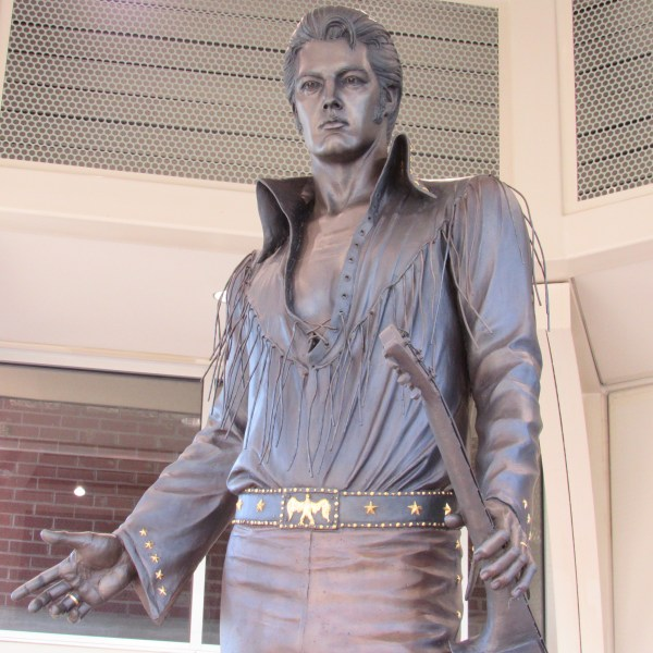 Elvis sculpture