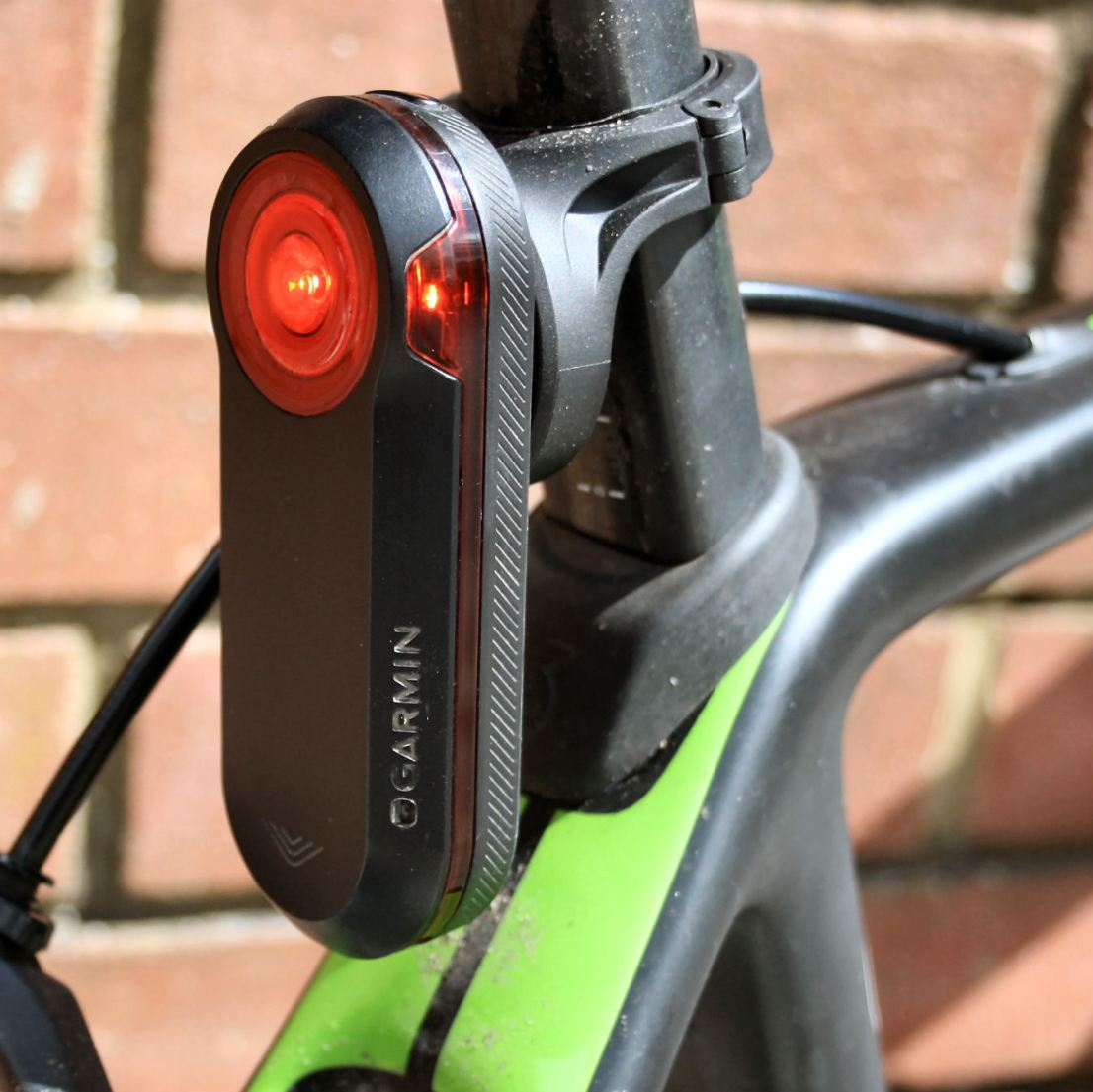 The 'proper' circular mount is not included and CAN fit to a D-shaped seatpost