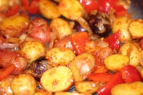 Mini Potatoes, Red Peppers and Onions in Circulon® Roaster