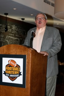 FWAA member Tim Simmons speaks at the annual Awards Breakfast. Photo by Melissa Macatee. FWAA