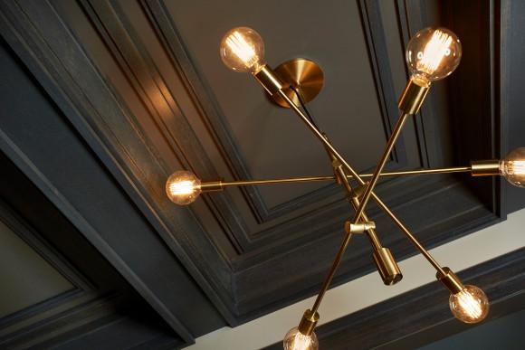 Gorgeous ceiling detail with moldings. #metrie #architecturaldetail #ceilingtreatments #moldings