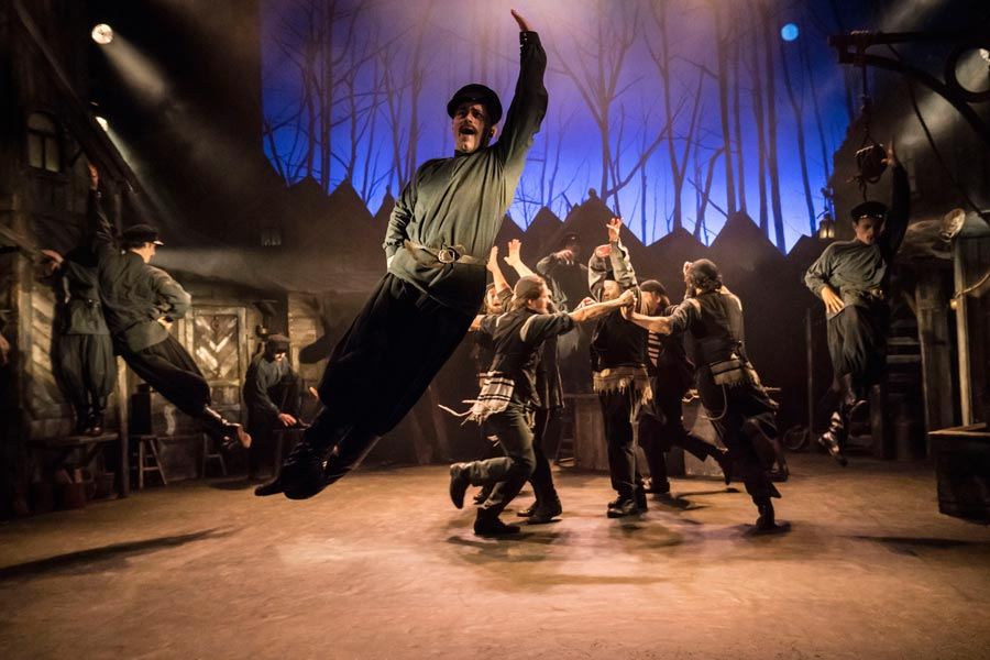 Fiddler-on-the-Roof-West-End-Musical-Men-leaping
