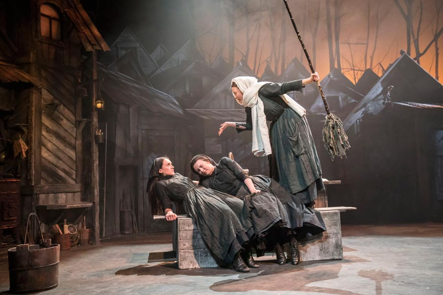Fiddler-on-the-Roof-West-End-Musical-Three-Cast-Members