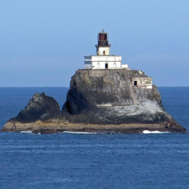 lighthouses-melissacampbell01-tillamook1