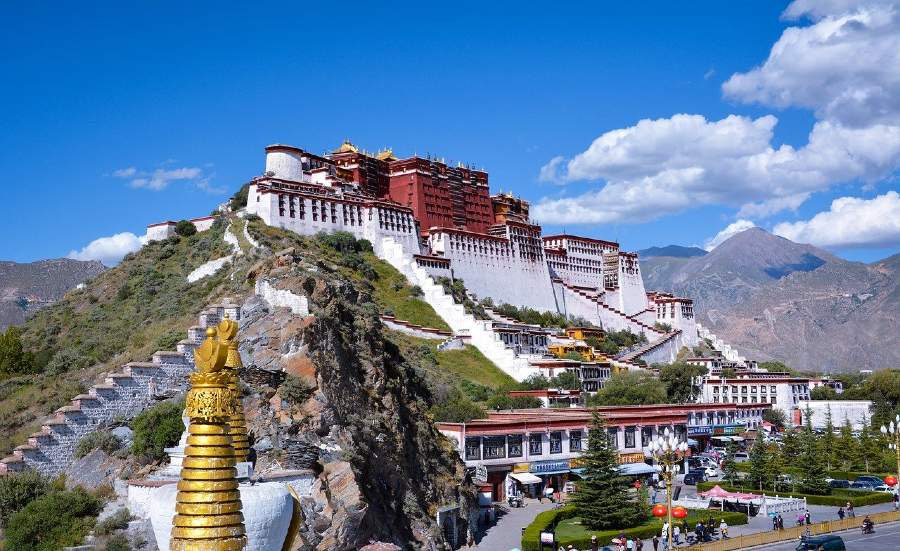 The Potala Palace is one of the famous Chinese landmarks