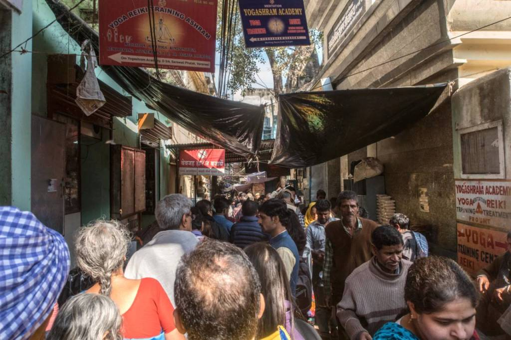 traveling to india tips-people haggling