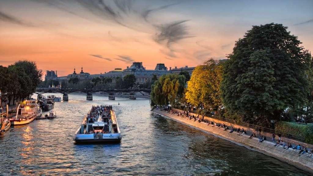 romantic activities to do in paris