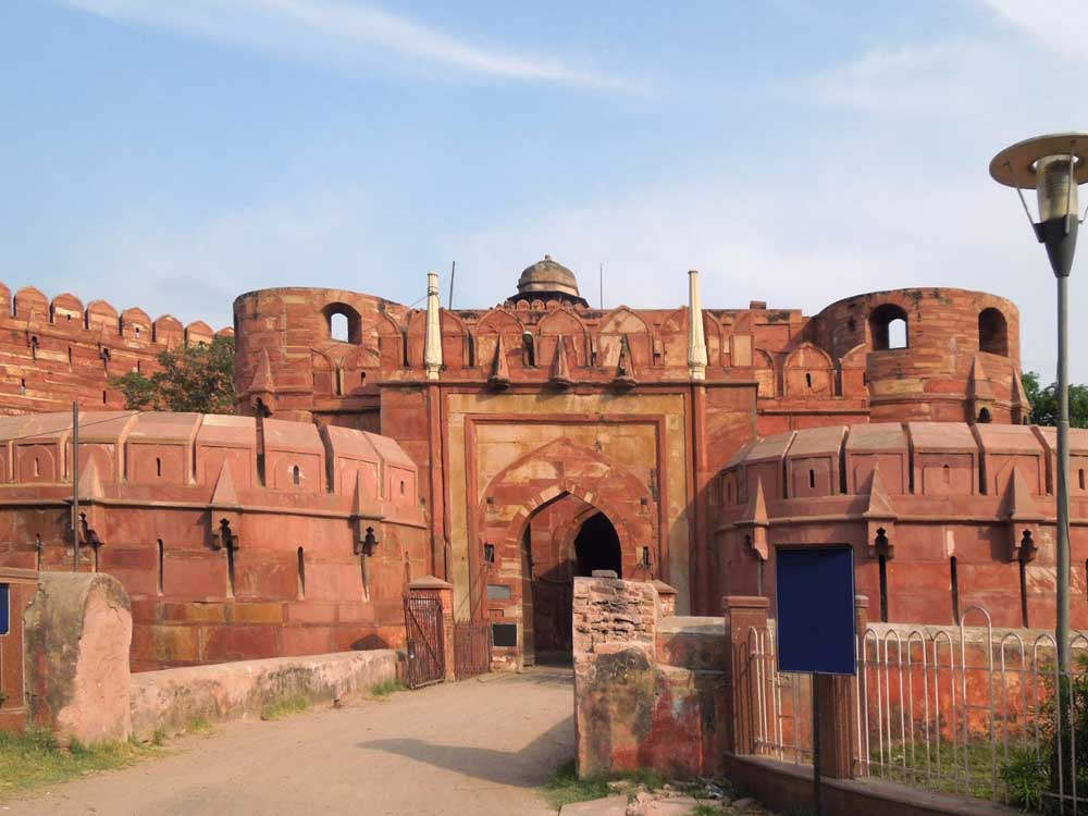 Agra Fort is one of the famous landmarks in india