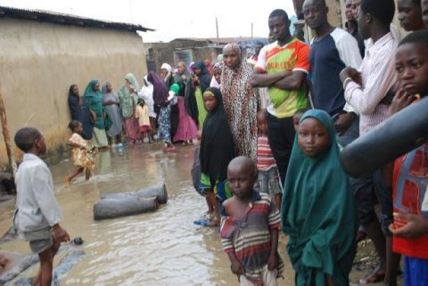 Hundreds of people  displaced by  flood across Northern Nigerian.  Photo: Mohammad Ibrahim/The AfricaPaper