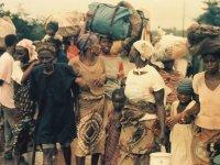 Mass exodus from ULIMO war after fleeing NPFL-ULIMO gun battle in Tubmanburg in August 1992. Photo: (c) James Fasuekoi/The AfricaPaper