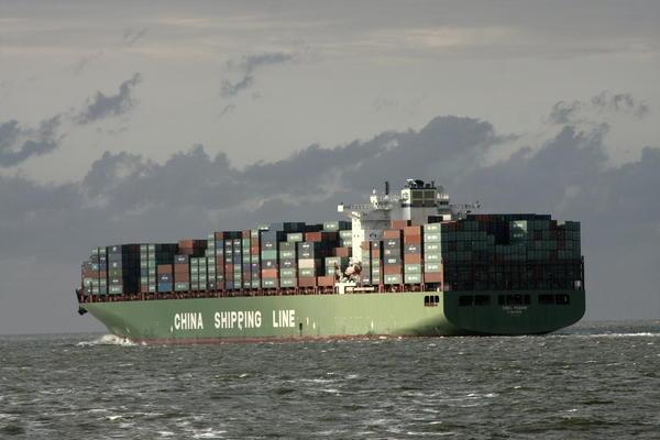 Foto von Reinhard Peisker, Schiffe auf der Nordsee - gesehen auf der Fahrt nach Helgoland