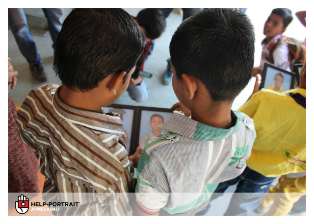 Help-Portrait Ahmedabad 2013: Children checking out their portraits