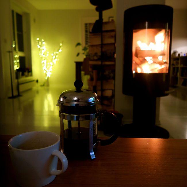 Peis, sofa og kaffe. Verdens eldste triks mot stress.