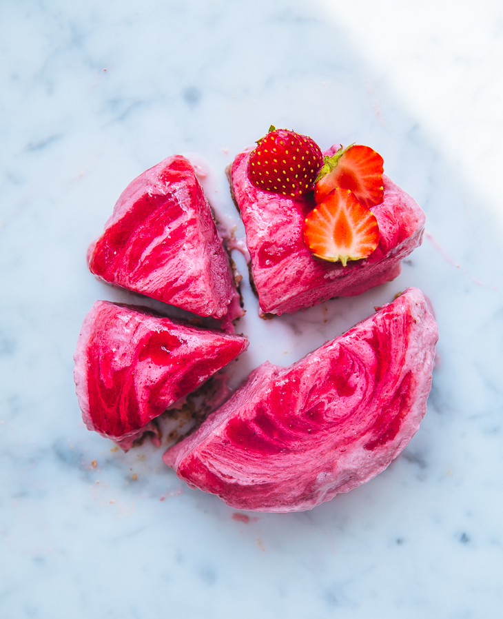strawberry_yogurt_cake_aardbeien_taart