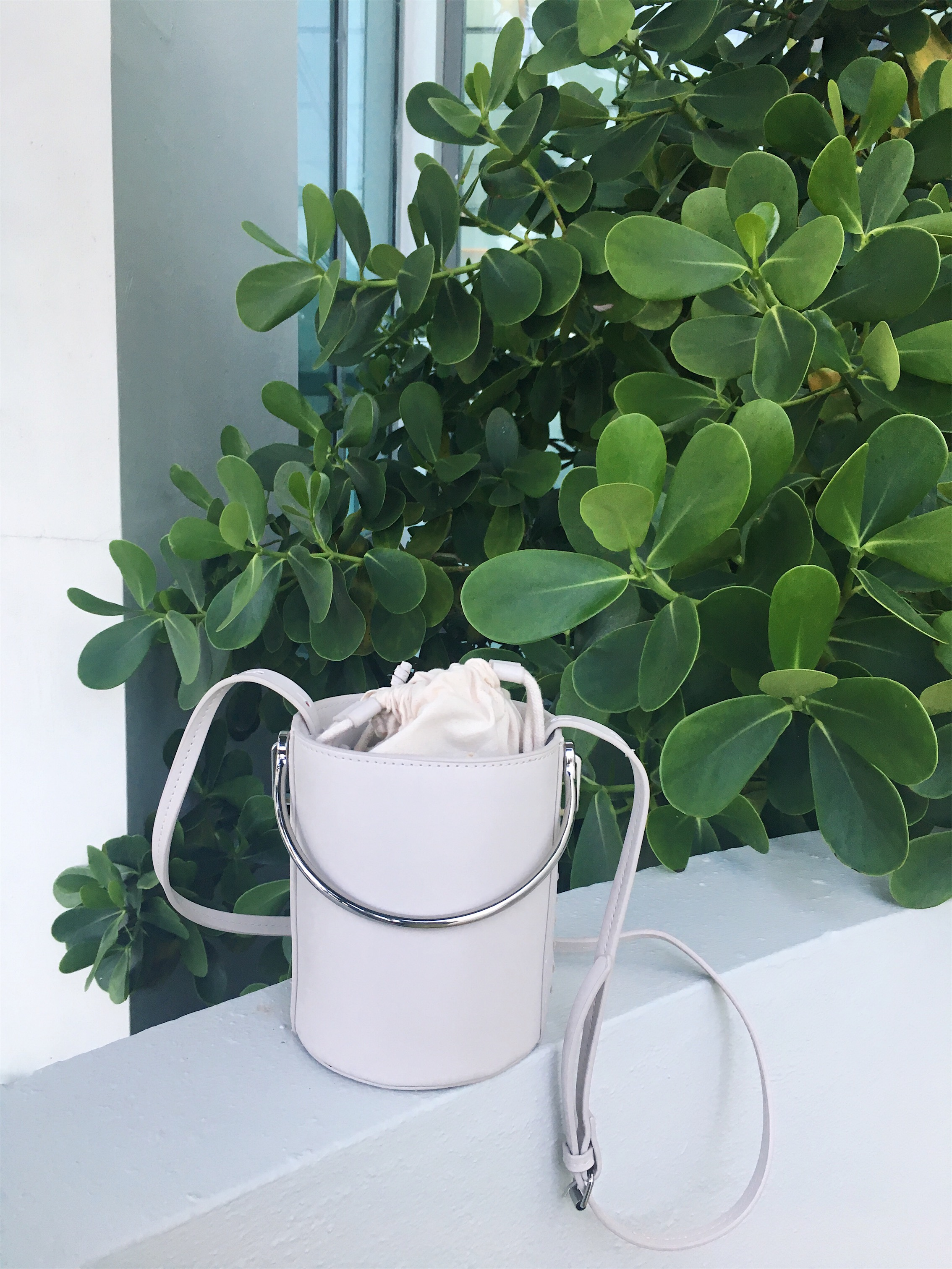 White Bucket Bag | The Alma Chronicle