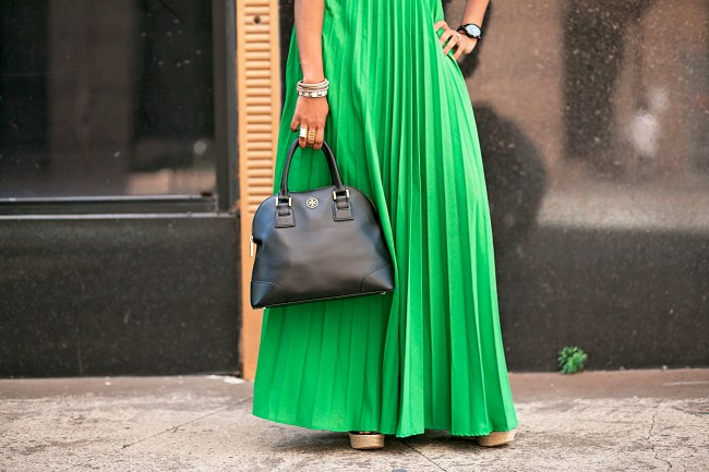 SheIn green maxi skirt, how to wear a maxi skirt, summer fashion, dallas fashion blogger, black fashion blogger, tory burch robinson