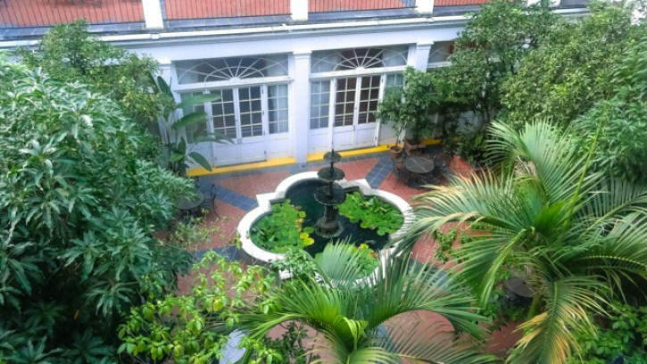 girls trip, best nola hotel, courtyard view, royal sonesta hotel new orleans, travel blogger, royal sonesta experience, royal sonesta courtyard room, new orleans