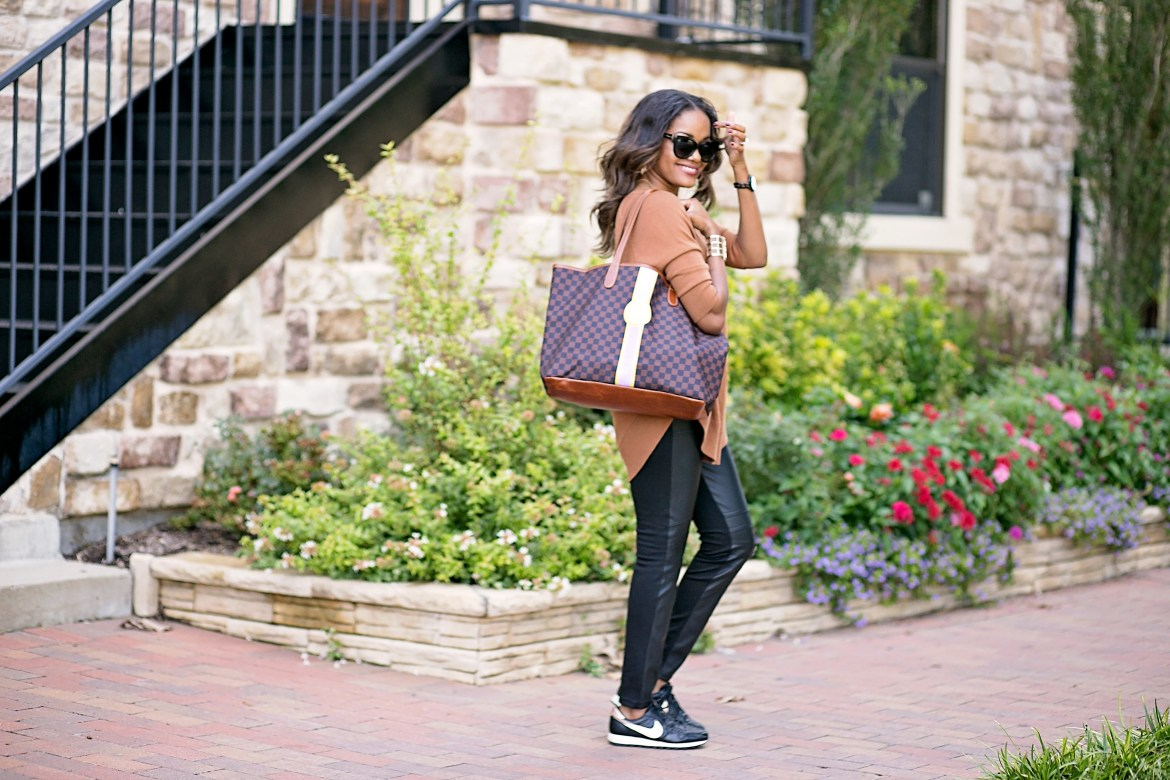 Barrington gifts st anne tote, nike air 83 rose gold, airport travel style, airport fashion, mommy travel style, comfortable airport outfit, dallas blogger, fashion blogger, black girl blogger