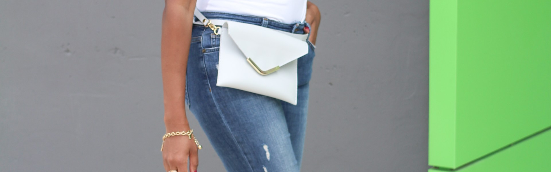 FANNY PACK, FIFTEEN AND FIFTEEN, FALL HANDBAG, HANDBAG TRENDS, CLUTCH HANDBAG, CROSSBODY BAG, STATEMENT BAG, ZARA SCARF, SCARF TREND, HENRI BENDEL, CELINE SUNGLASS DUPE, WHITE TEE AND JEANS, DALLAS BLOGGER, FASHION BLOGGER, BLACK FASHION BLOGGER