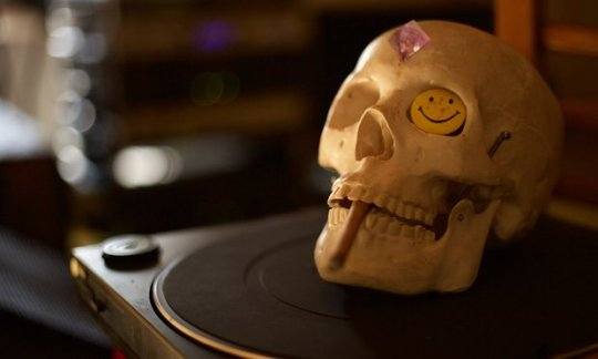 A skull on a turntable.