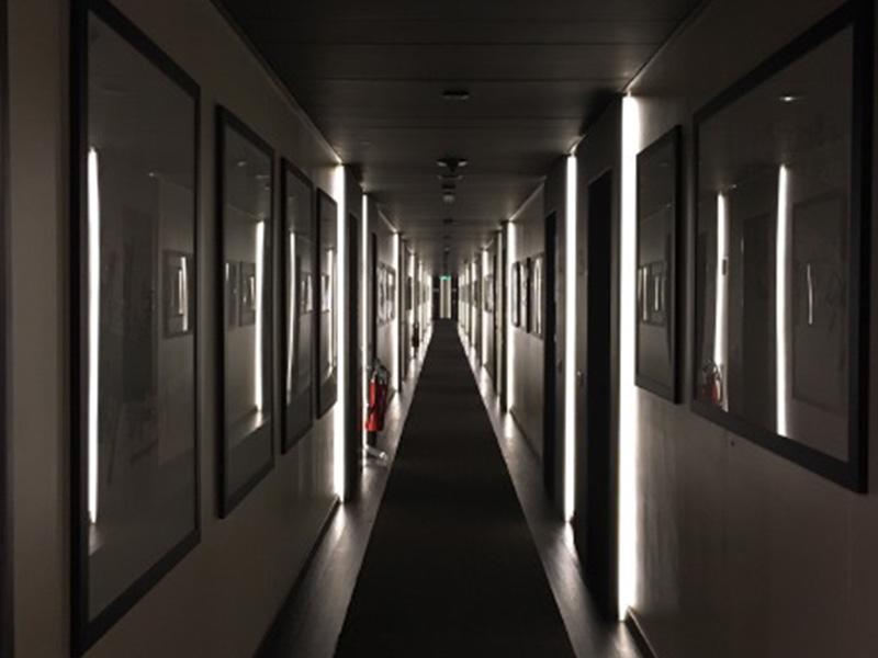 The_Ambitionista_Venice_Italy_Hallway2
