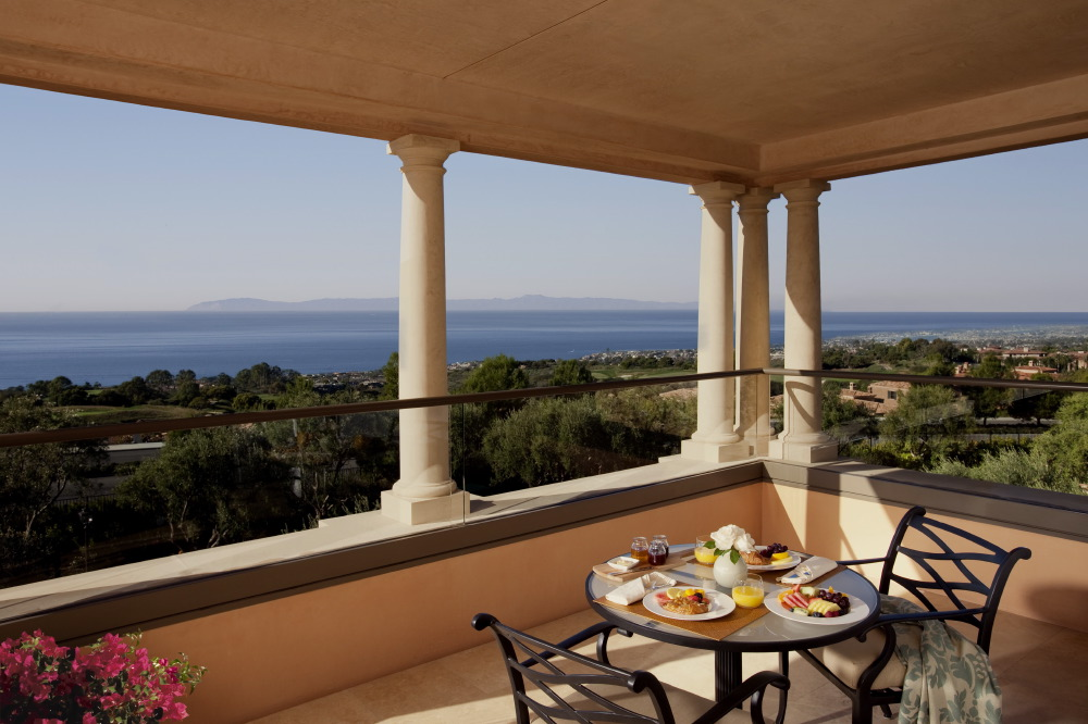 villa-two-bedroom-terrace-dining
