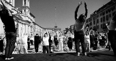 Yoga at Piazza Navona.