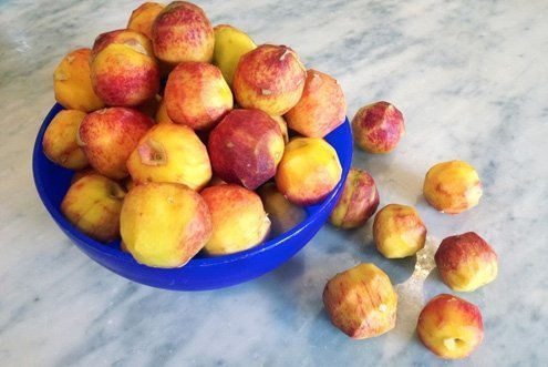 Use only very firm, unblemished, aromatic peaches.