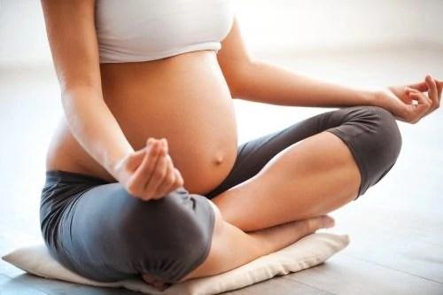 pregnancy-yoga-prenatal-yoga-for-beginniers