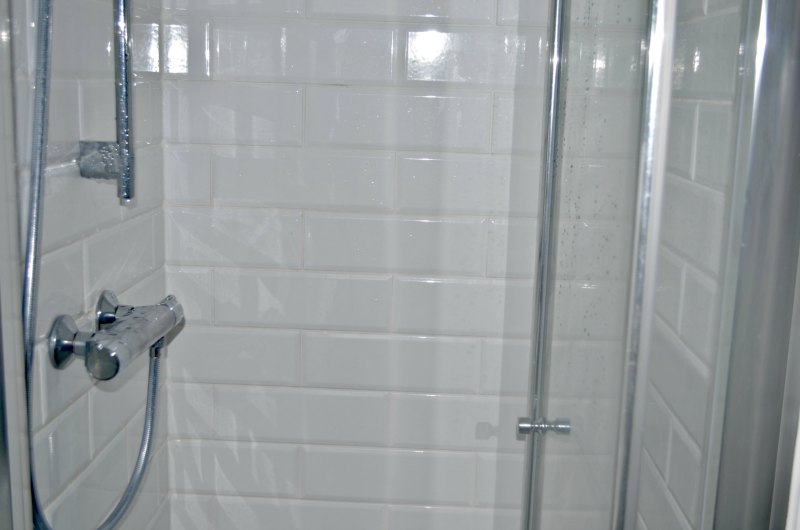 Shower in shower room en-suite makeover
