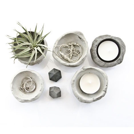 set-of-5-unique-concrete-bowls-in-natural-and-black-pigmented-concrete-by-pasinga