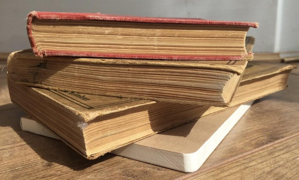 books-1394336_1920