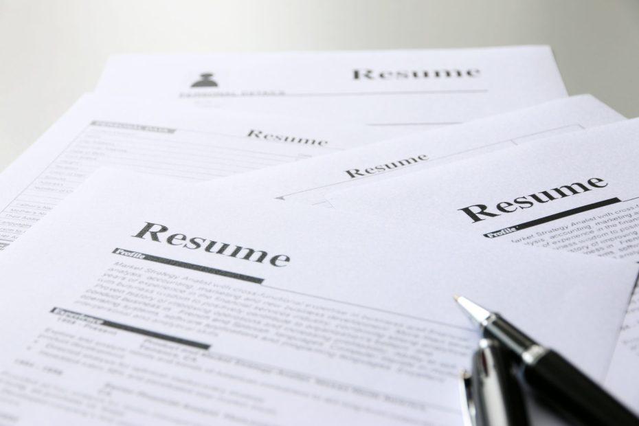 resumeontableofficebusiness-2