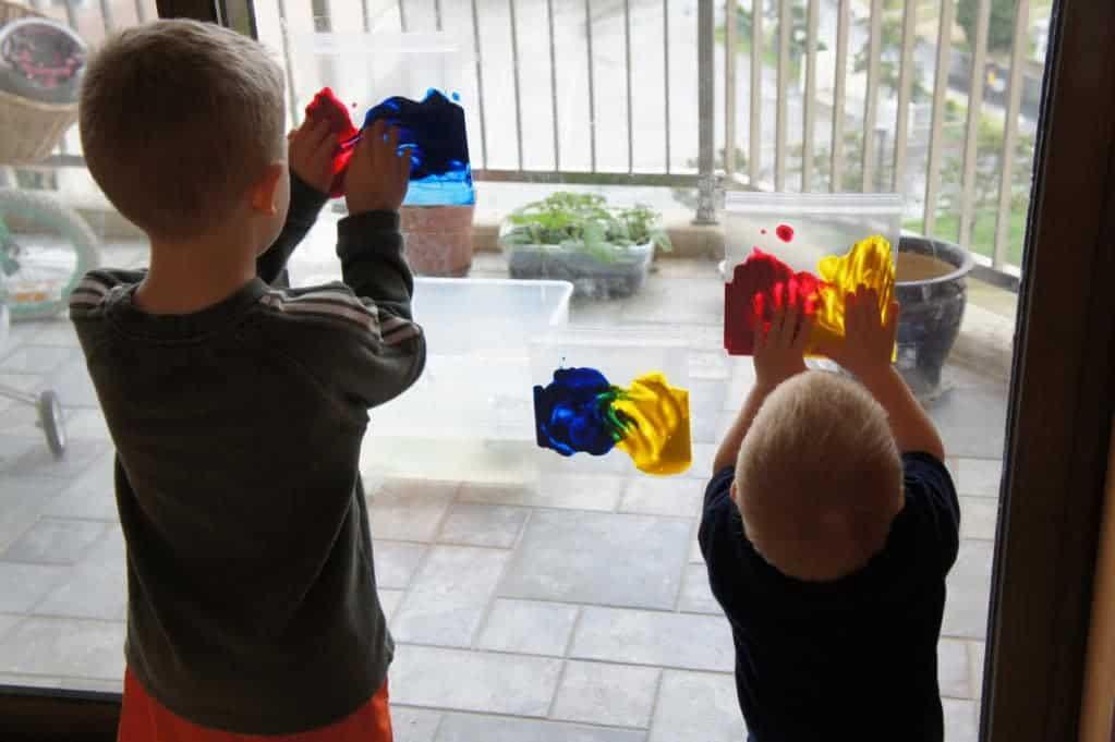 Toddler Crafts & Activities Roundup - Ziploc bag window painting